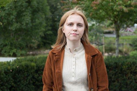 STØTTAR FORSLAG: Ruth Vik Olsen er blant mange unge som har hatt eit tøft år. No er ho glad for at psykisk helse blir meir snakka om, både blant folk flest og i politikken.