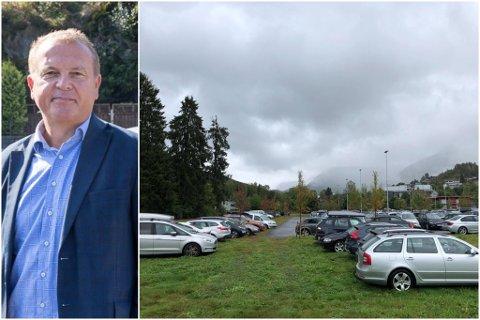 KAOS: Tilsette ved Førde sentralsjukehus og ved Høgskulen, har den siste tida slite med å få parkeringsplass. Mange har begynt å setje bilane på graset. No skal Helse Førde finne løysingar på problemet.