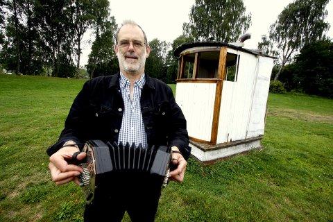 FRASTJÅLET: Richard Burgess ble frastjålet sin verdifulle concertina i Oslo søndag ettermiddag. Nå håper han folk vil være oppmerksomme dersom de kommer over et lignende instrument til salgs.