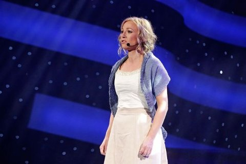Heidi Gjermundsen Broch leverte under begge sjangrene i kveldens Stjernekamp, men måtte foralte konkurransen.