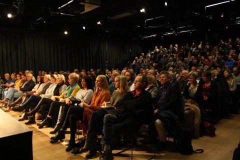 Lydhøre: Publikum var svært interesserte i å høre hva Mah-Rukh Ali hadde å si. Flere hadde spørsmål ved slutten av foredraget.