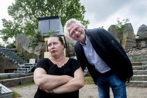 Vender tilbake: Nils Vogt og «kona» Lullen, her i Aina B. Gundersens skikkelse, er klare for mer spas i Brottet Amfi. Arkivfoto: Erik Hagen