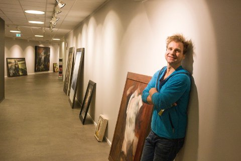 FÅR KRITIKK: Tvilling-døtrene til skipsmilliardæren John Fredriksen er misfornøyd med at Hvaler-kunstneren Vebjørn Sand stiller ut portretter av dem, uten at de ble informert om det.