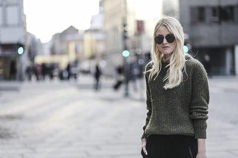 Tar bilder i lunsjen: Kaja Marie Christensen (24) og en tidligere kollega møtes i lunsjpausene for å ta bilder av hverandre til hver sin blogg. alle foto: Privat