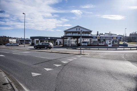 ØREBEKK: Disse byggene på Ørebekk vil bli de første som blir revet i forbindelse med firefeltsutbyggingen mellom Ørebekk-Simo.