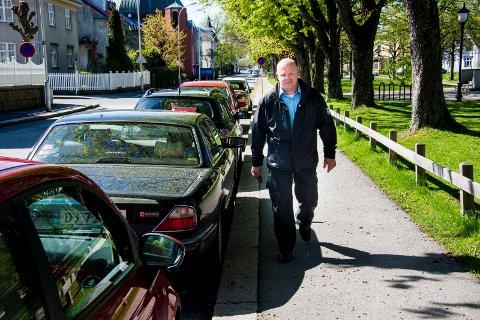 TROR PÅ FOREBYGGING: Frode Samuelsen, virksomhetsleder for parkering og transport i Fredrikstad kommune, tror at en prat kan motvirke at folk bryter reglene en annen gang.