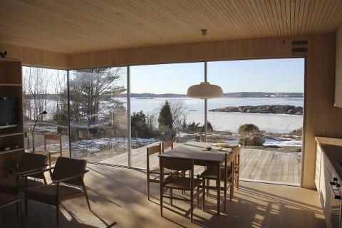 Flott utsikt: Hytta ligger nær sjøen og har praktfull utsikt mot skjærgården.