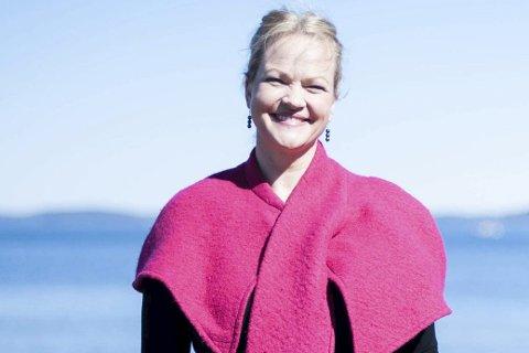 Frem med det rosa: Kathrine Aspaas vil ikke lenger gå med på at det rosa, eller feminine, er mindre verdt. foto: Eirik Aspaas