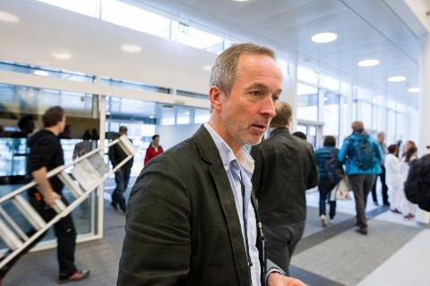 DIREKTØRENS DATAHODEPINE: Just Ebbesen, administrerende direktør ved Sykehuset Østfold, jobber for å få bukt med dataproblemene. Her fra åpningen av sykehuset på Kalnes 4. mai i år.