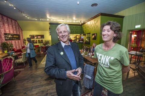 God stemning: Stemningen var god på De Grønnes valgvake i går kveld. Både Henning Aall og Ida Julsen blir trolig bystyrerepresentanter. Foto: Geir A. Carlsson
