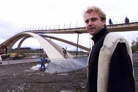 Får stå: Vebjørn Sands karakteristiske da Vinci-bru sto ferdig i 2001. Nå er det klart at den ikke bør flyttes.