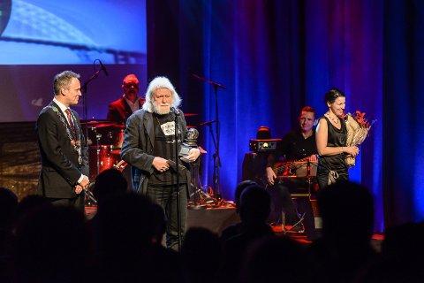 2015: Under Frederikprisen 2015 mottok Gunnar Bjerketvedt Kong Frederiks hederspris. Prisen ble overlevert av ordfører Jon-Ivar Nygård.