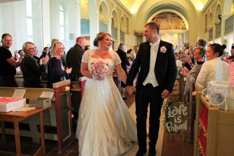 Brudeparet var i lykkerus, og jublet da de sa sitt «Ja» til hverandre.