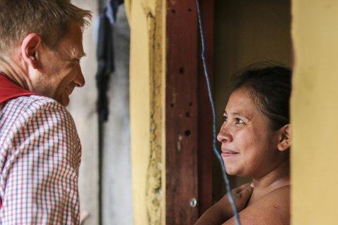 Wendy (19) bor i Tegucigalpa i Honduras. Hun begynte med dop og gjengkriminalitet da hun var 12 år. Gjennom søsteren sin kom hun kontakt med Røde Kors sine prosjekter. Der har hun lært selvtillit, fått helsehjelp, lært makeup og frisørteknikk og har nå kommet seg ut av dopmiskbruk og gjengkriminalitet. Norges Røde Kors støtter flere prosjekter i landet, noe av arbeidet går ut på å gi ungdommer alternativer til dop og gjengkriminalitet.