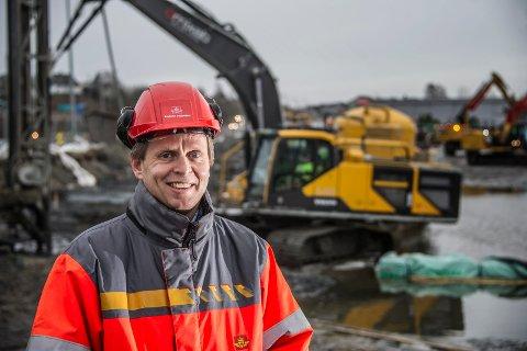 Hvorfor skal Fredrikstads hovedforbindelse til E6 gå den lange veien mot Råde, er et av spørsmålene brevforfatternen til at Tore Veum i Statens vegvesen skal redegjøre for.