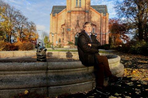 Kompnist Harald Gullichsen tilbake på kjente trakter. Lørdag kveld fremføres hans oratorium «Du fornyer jordens ansikt» i Domkirken. Komponisten forteller om verket en time før konserten starter.
