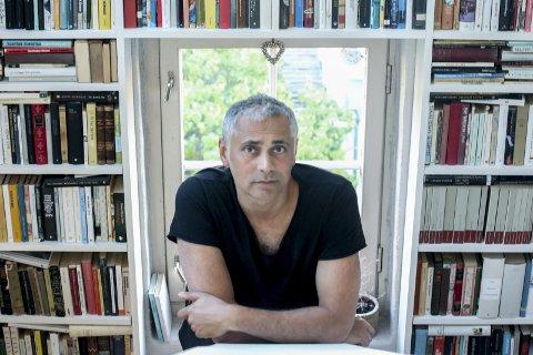 God respons: Det er mange som vil snakke med Ivo de Figueiredo om hans nyeste bok, et slektsdrama og en familiefortelling.Foto: Thomas H. Arntsen