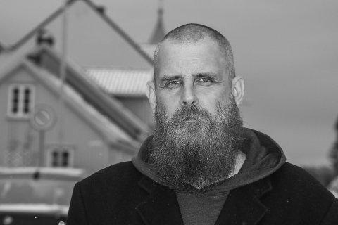 Mer på norsk: Tommy Tokyo, eller Tommy Lorange Ottosen, har kommet ute med nye plate på norsk, med sitt gamle band. Han  mener det låter mer rocka nå.