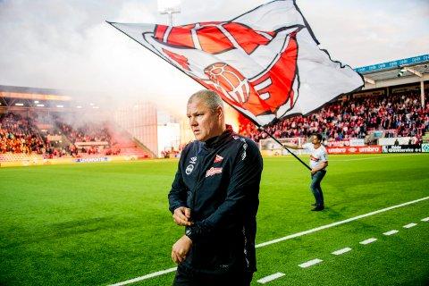 TIDEN TIKKER: Mons Ivar Mjelde vil i dag informere omgivelsene om han fortsetter eller ikke som FFK-trener. Foto: Erik Hagen