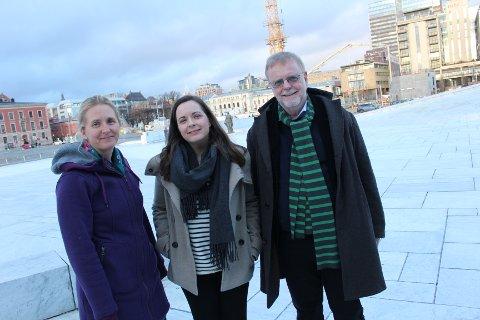 FAMILIÆRT: Hanne Hagerup (i midten) fikk for fire år siden en ide om å lage en julekalender for NRK. Da hun spurte søster Hilde Hagerup og pappa Klaus Hagerup var de ikke vonde å be.