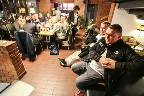Fikk ja: Styreleder Bjørn Viggo Nilsen (nærmest) og daghlig leder Trygve Skøien i Stjernen Hockey Elite fikk høre det de ville. Et tungt flertall av politikere sa ja i utvalgsmøtet.