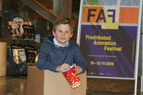 """Den snakkende esken: William Syversen Torgauten har hovedrollen i animasjonsfilmen """"Den magiske juleesken"""". Lørdag skal han tygge popcorn og se det ferdige resultatet. Men i en stol."""