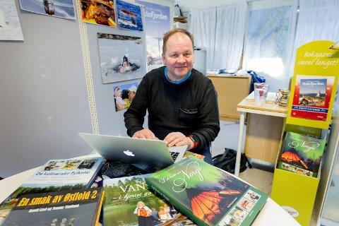 Tommy Tindlund, mannen bak Tindlund forlag, får ofte høre at han burde skaffet seg en ordentlig jobb, ikke bare reise og spise slik han gjør nå.
