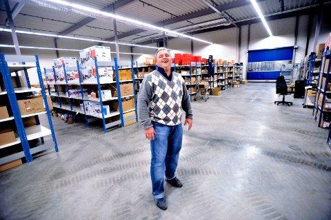 Pål Johannessen, daglig leder i Sportmann AS, forteller at bedriften vil fortsette distribuere papirkataloger flere ganger i året – så lenge kundene etterspør den.