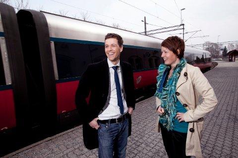 Hjertesak for KrF: Knut Arild Hareide og Lene Henriette Holten Hjemdal lovet togsatsing under valgkampen i 2013. Her skriver Holten Hjemdal at lørdag 3. desember blir en viktig dato for Østfold fordi budsjettforliket med mer penger til InterCity-planlegging ble klart.