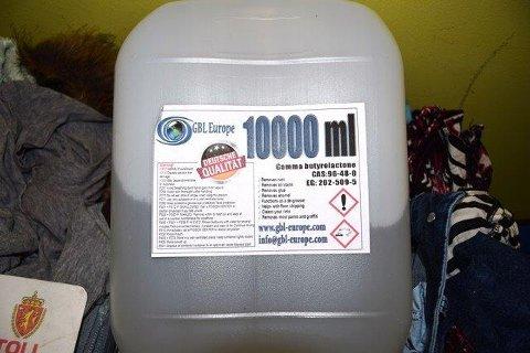 Busspassasjeren forsøkte å smugle ti liter med det narkotiske stoffet GBL.