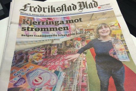Tirsdagens utgave av papiravisen Fredriksstad Blad – en epoke går mot slutten når LO og Telenor takker for seg som eiere.