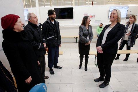 INNVANDRING: Innvandring- og integreringsminister Sylvi Listhaug (Frp), besøkte mottakssenteret i Råde for et år siden. Nå er det relativt lav innvandring i Fredrikstad.