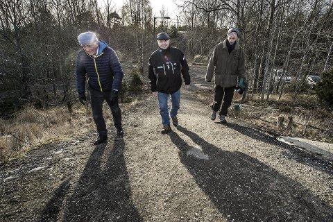 VIL HA FORBUD: Begby IL, her representert ved Per Kolstad, Jan Erik Svanberg-Borgersen og Per Gunnar Danielsen, vil ha rideforbud i lysløypa på Østsiden. Foto: Geir A. carlsson