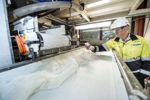 ØKT KAPASITETEN: Adm. dir. Jan Ivar Ruud er glad for at Unger nå har fått økt kapasiteten på ingredienser til wc-blokker. Foto: Geir A. Carlsson