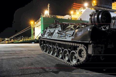 Tanks og annet gungt utstyr tatt i land på Øra under NATO-øvelsen i september 2014. Her ber Leif Eriksen og Fremskrittspartiet om større bevilgninger til det norske forsvaret.