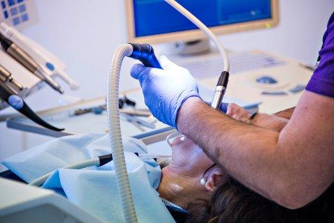 Bare fire av fem mål er nådd for tannhelsetjenesten  i Østfold, viser en rapport.