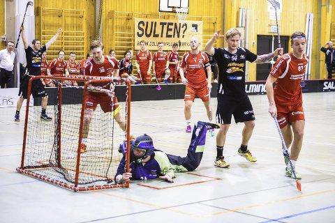 MØTES IGJEN: Sleviks Kenneth Skistad jubler her for scoring i sesongens første møte mellom Greåker og Slevik. arkivfoto: jOHNNY LEO JOAHSNEN