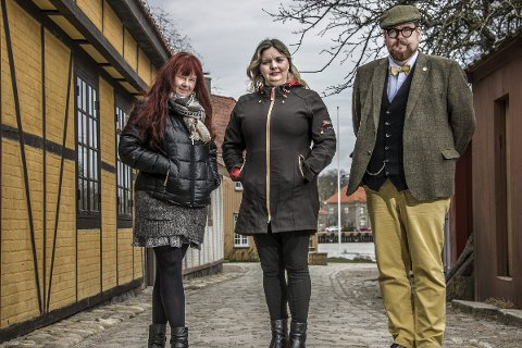 I Anno-Landsbyen:  Maya Nielsen (t.v), Karin-Elin Berg og Knut Thomas Hareide-Larsen mener det er Gamlebyen som i fremtiden vil nyte godt av Anno-effekten.