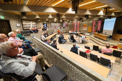 Noe over 60 personer var samlet til møtet i det gamle rådhuset. Arrangøren, Onsøy Arbeiderpartilag sa seg fornøyd, selv om de hadde håpet på noen fler.