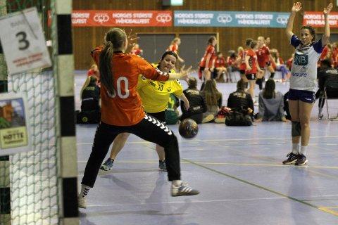 TAP: Skogstrands damelag var fornøyde med å komme seg til semfinalen, selv om det ble tap mot Nordstrand.