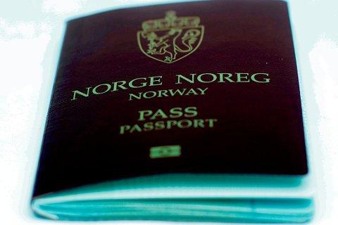 Har vi ikke pass og ID-papirer for at stat og fylke/kommune skal ha alle dine personlige opplysninger fra vogge til grav, spør Terje W. Johannessen.