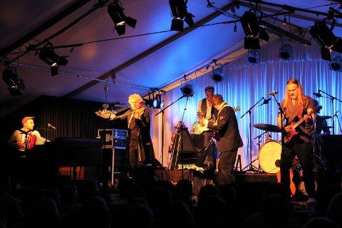 Vamp sørget for å sette følelsene i sving til publikum. Bandet fikk full jubel etter hver eneste sang.