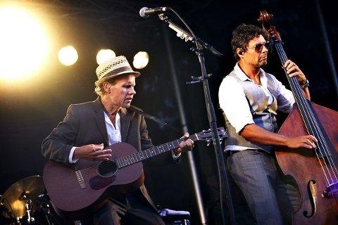 Bo Kaspers er tilbake på Hvaler, og i år får de norsk vokalhjelp.