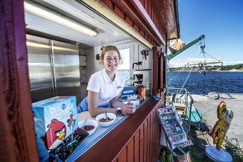 Sommersalg: Nora Solhøi Tvete (14) tar seg nå en velfortjent ferie på hytta etter stor innsats i kioskluka på Slevik hele sommeren.