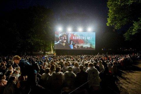 Visning i slottsparken: Dette lerretet kommer fra Fredrikstad Kino og sto i Harald Zwart-salen. Foto: Scanpix