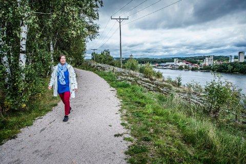 Lisleby lokalsamfunnsutvalg argumenterer for det nordlige brualternativet. Aud Alfsen (bildet) har i FB tidligere vært kritisk til bru i dette området på Ombergfjellet.