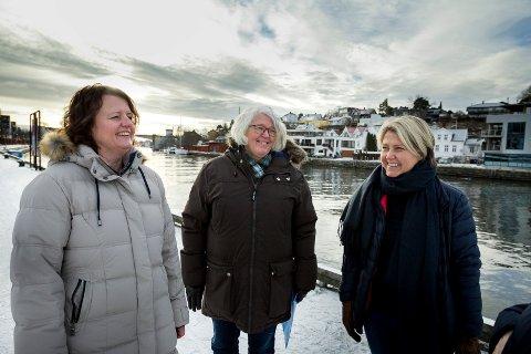 Nina Huth, Elisabeth Torp og Jeanette Johansen har skrevet jubileumssangen for barna. Glomma er sentral i teksten.