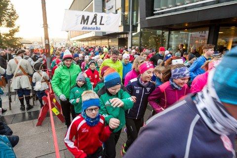 RASK ØKNING: Befolkningen i Fredrikstad hadde trolig passert 80.000 da noen av dem løp det nye året inn i  nyttårsløpet på nyttårsaften.
