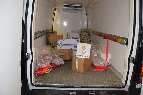 Kjøttbeslag: Tollerne fant kasser med diverse kjøtt i en varebil.