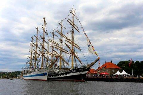 KOMMER TILBAKE: Den russiske seilskuta «Mir» (til venstre) kommer tilbake til Fredrikstad.